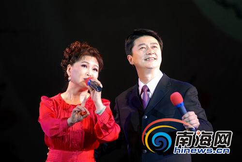 赵志刚和单仰萍合唱越剧《红楼梦》选段(本网记者汪德芬摄)-中国